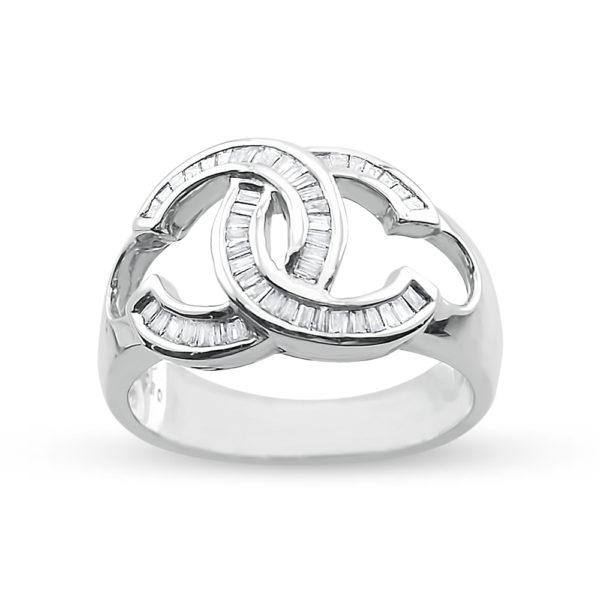 Sortija oro blanco y diamantes talla baguete Cs entrelazadas